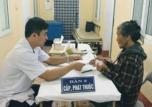 Trung tâm Da liễu Hà Tĩnh khám, phát thuốc miễn phí cho người dân vùng bão