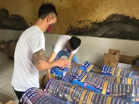 Hàng nghìn kính chắn giọt bắn phục vụ miễn phí tại bệnh viện và các chốt kiểm soát trên địa bàn tỉnh Hải Dương