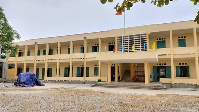 Đoàn Thanh tra đang tiến hành thanh tra về việc chi trả thiếu tiền hỗ trợ cho học sinh nghèo tại trường trung học cơ sở Liên Hòa.