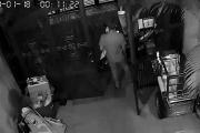 Truy xét nhóm người mặc đồ Grabbike trộm 3 xe máy trong đêm