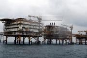 Giá dầu thế giới chạm mức cao nhất trong hai tuần