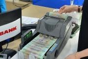 Khổ với phí dịch vụ ngân hàng
