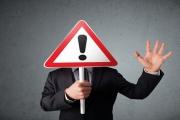 Thêm 17 cổ phiếu vừa bị đưa vào diện bị cảnh báo, thậm chí tạm ngừng giao dịch