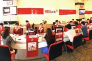 Thấy gì qua việc lãnh đạo 'đỡ giá' bằng việc gom cổ phiếu HDBank?
