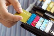 Thẻ ngân hàng được phân loại theo phạm vi lãnh thổ